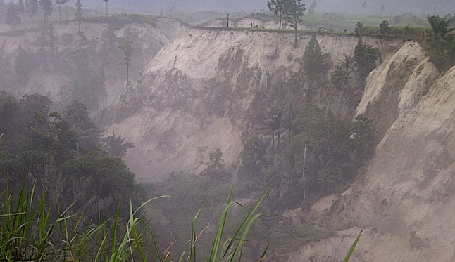 Salah satu titik tanah longsor yang menelan korban jiwa di Kabupaten Aceh Tengah. Sumber : Hasto, 2013.