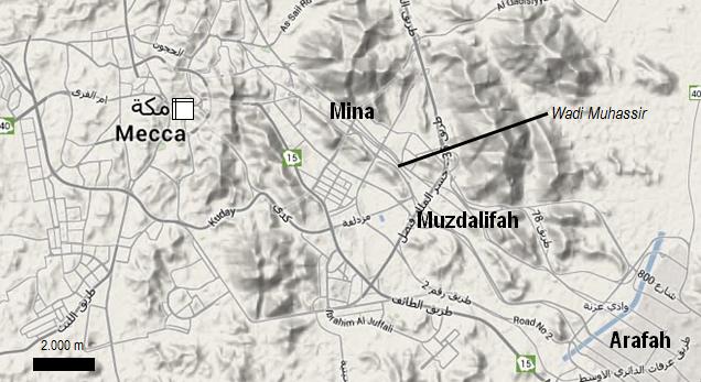 Gambar 1. Peta topografi kotasuci Makkah dan sekitarnya mencakup Mina, Muzdalifah dan padang Arafah. Lokasi Ka'bah dan Masjidil Haram beserta posisi kota Makkah pada masa 14 abad silam ditandai dengan kotak. Sementara Wadi Muhassir, yang menjadi tempat hancurnya pasukan Gajah, berada di antara Muzdalifah dan Mina. Sumber: Sudibyo, 2014 dengan peta dari Google Maps.