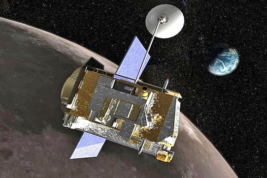 Gambar 2. Ilustrasi satelit LRO (Lunar Reconaissance Orbiter) saat bekerja di orbit Bulan dengan Bumi di latar belakang. Sumber: NASA, 2010.