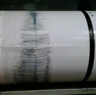 Gambar 1. Rekaman getaran gempa utama dalam Gempa Kebumen 25 Januari 2014 yang tercatat dalam stasiun seismometer di Pos Pengamatan Gunung Merapi. Sumber: BPPTKG, 2014.