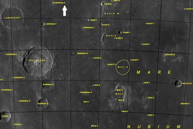Gambar 4. Citra satelit kawasan Mare Nubium dengan garis-garis lintang Bulan dan bujur Bulan serta nama-nama kawahnya. Loksi peristiwa 11 September 2013 ditunjukkan dengan tanda panah. Sumber peta: USGS, 2014.