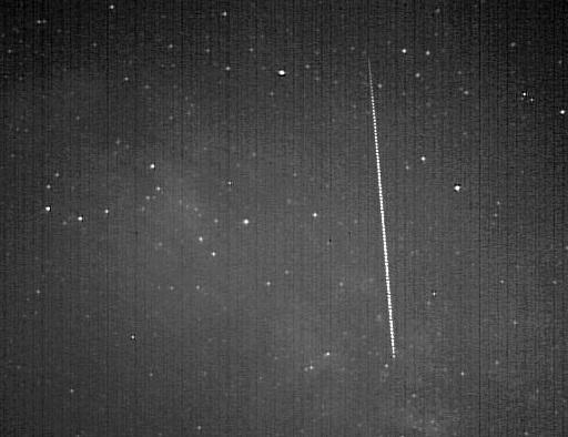 Gambar 7. Sebuah meteor Camelopardalids, terekam pada 13 Juni 2012 dari Amerika Utara. Dalam puncak hujan meteor Camelopardalids 2014 ini, meteor sejenis dan yang lebih terang akan lebih banyak terlihat. Sumber: Jenniskens, 2014.