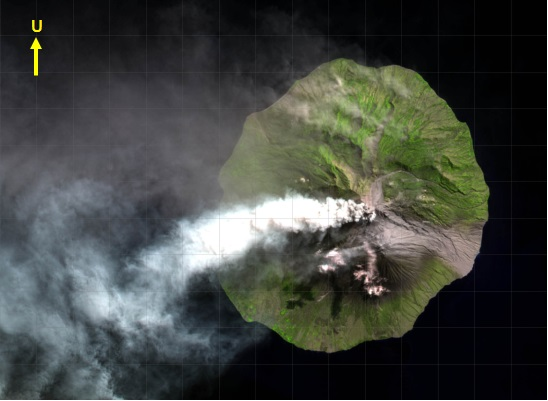 Gambar 7. Pulau Sangeang (puncak Gunung Sangeang Api), diabadikan oleh satelit Landsat 8 pada 1 Juni 2014 dan kemudian diproses oleh LAPAN. Nampak debu vulkanik bercampur gas vulkanik masih menyembur dari kawah Doro Api, memastikan bahwa pusat Letusan Sangeang Api 2014 memang bersumber dari kawah tersebut. Debu dan gas vulkanik berhembus ke barat, atau berlawanan arah dibanding letusan pertama dua hari sebelumnya. Nampak sisi tenggara gunung berwarna abu-abu, pertanda telah terendapkannya material letusan di sana sebagai awan panas yang meluncur jauh hingga menyentuh bibir pantai. Sumber: LAPAN, 2014.