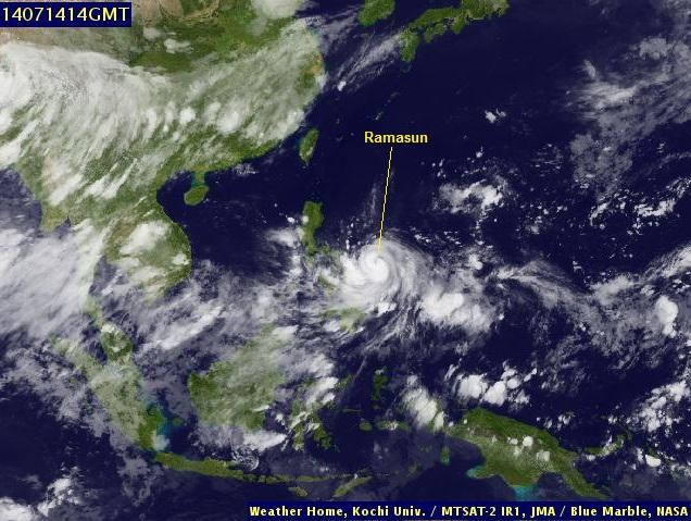 Gambar 4. Tutupan awan di atas Asia Tenggara pada 14 Juli 2014 malam seiring berkecamuknya topan Ramasun. Nampak seluruh pulau Jawa, kecuali area Surabaya dan madura, terbebas dari tutupan awan. Maka konjungsi Mars dan Spica pun dapat teramati di sini. Sumber: JMA, 2014.