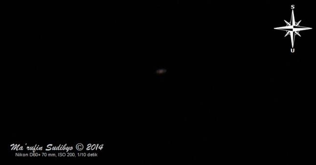 Gambar 6. Planet Saturnus, empat jam setelah terbenamnya Matahari pada 4 Agustus 2014. Diabadikan sendirian tanpa menyertakan Bulan yang ada didekatnya. Sumber: Sudibyo, 2014.