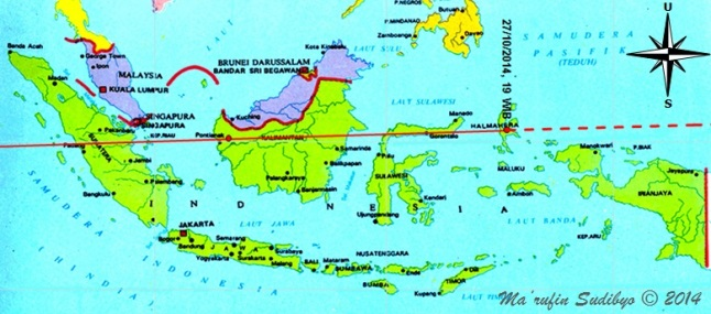 Gambar 2. Peta proyeksi lintasan asteroid 2014 UF56 di Indonesia pada 27 Oktober 2014 mulai pukul 19:00 WIB. Asteroid bergerak ke arah barat. Garis putus-putus menunjukkan proyeksi lintasan yang diestimasikan. Nampak asteroid melintas di atas pulau Halmahera, Sulawesi, Kalimantan dan Sumatra. Disimulasikan dengan Starry Night Backyard 3.0 berdasarkan data dari NASA Solar System Dynamics. Sumber: Sudibyo, 2014.