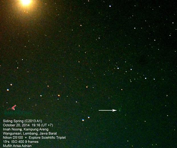 Gambar 2. Komet Siding-Spring dan planet Mars dalam warna nyata, diabadikan dari observatorium Imah Noong oleh astronom amatir Muflih Arisa Adnan dalam 18 jam pasca komet mencapai titik terdekatnya ke planet Mars. Komet ditandai dengan panah, sementara Mars adalah obyek sangat terang di kiri atas bidang foto. Sumber: Imah Noong, 2014.