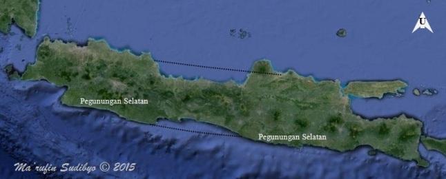 Gambar 1. Rona keseluruhan pulau Jawa seperti terlihat dalam citra satelit pada kanal cahaya tampak yang disajikan laman GoogleMaps. Garis putus-putus menunjukkan bila pesisir utara maupun selatan Jawa Barat (kecuali area Banten) diproyeksikan hingga Jawa Timur (kecuali area tapal kuda). Terlihat jelas betapa pesisir utara Jawa Tengah menjorok ke selatan dari garis proyeksi. Sebaliknya pesisir selatan Jawa Tengah menjorok ke utara dan Pegunungan Selatan menghilang, berganti dataran rendah Cilacap-Kebumen-Purworejo-Kulonprogo. Sumber: Sudibyo, 2015 dengan basis GoogleMaps.