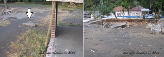 Gambar 1. Jejak kedahsyatan terjangan Tsunami 17 Juli 2006 di pantai Logending (Kabupaten Kebumen). Kiri: sebagian dinding bangunan WC umum yang ambrol dan terhempas hingga 2 meter ke utara dari semula. Kanan: tebing sungai yang tererosi berat hingga menghancurkan taludnya. Di latar belakang nampak bangunan pos TNI AL Logending. Tsunami yang menghantam pantai ini memiliki tinggi maksimum 7 meter dpl. Sumber: Sudibyo, 2006.