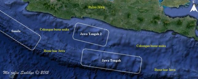 Gambar 8. Estimasi tiga kawasan kesenjangan seismik (seismic gap) di zona subduksi Jawa, semata berdasar pada rendahnya frekuensi kegempaan di tiga lokasi tersebut. Tiga seismic gap ini memiliki potensi untuk menjadi sumber gempa besar (atau bahkan malah gempa akbar) dan tsunami merusak bagi pesisir selatan pulau Jawa di masa yang akan datang. Sumber: Sudibyo, 2015 berbasis data IRIS, 2015 dan Natawidjaja, 2007.