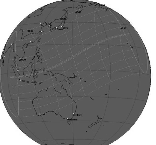 Gambar 3. Peta wilayah Gerhana Matahari Total 9 Maret 2016 dalam lingkup global. Wilayah gerhana ditandai dengan garis putih tak terputus dan putus-putus. Angka-angka menunjukkan waktu puncak gerhana dalam UTC (GMT). Peta diproses dengan software Solar Eclipse Viewer 1.0 karya Andrzej Okrasinki (Polandia). Sumber: Sudibyo, 2016.