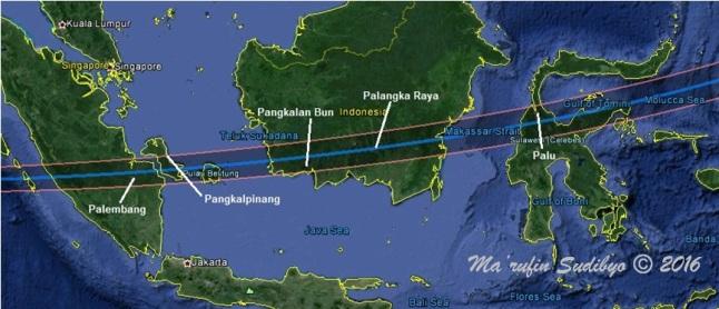Gambar 4. Peta zona umbra dalam Gerhana Matahari Total 9 Maret 2016. Perhatikan nama kota-kota penting yang terlintasi zona umbra, sehingga secara tak resmi zona ini kadang disebut sebagai jalur P-P-P-P-P atau jalur 5P. Sumber: Sudibyo, 2016 dengan basis Google Earth.