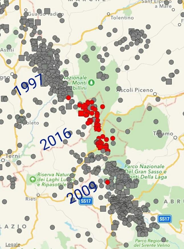 Gambar 4. Lokasi segmen sumber Gempa Amatrice 2016 yang dijepit oleh segmen sumber Gempa Umbria-Marche 1997 di sebelah utaranya dan segmen sumber Gempa L'Aquila 2009 di sebelah selatannya. Diplot berdasarkan koordinat episentrum gempa-gempa di kawasan ini sejak 1997 TU. Sumber: Sudibyo, 2016.