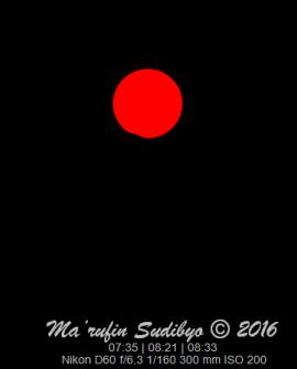 Gambar 1. Wajah Matahari yang tercuil kecil akibat tutupan Bulan dalam tahap akhir Gerhana Matahari 9 Maret 2016 silam, diabadikan dari Kebumen (Jawa Tengah). Panorama seperti ini pula yang akan kembali disaksikan pada Gerhana Matahari 1 September 2016 dari sebagian kecil wilayah Indonesia. Sumber: Sudibyo, 2016.