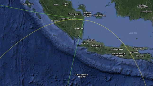 Gambar 3. Peta wilayah Gerhana Matahari Cincin 1 September 2016 dalam lingkup Indonesia. Di Indonesia gerhana Matahari ini akan berbentuk Gerhana Matahari Sebagian, dengan wilayah gerhana ditandai oleh daerah yang yang dibatasi oleh garis lurus/lengkung. Sumber: Xavier Jubier, 2016.