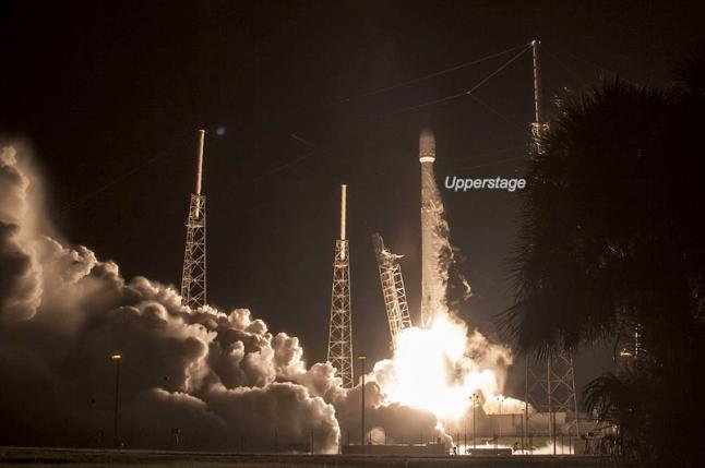 Gambar 3. Detik-detik saat roket Falcon 9 Full Thrust mengangkasa dari landasan nomor 40 di Cape Canaveral, Florida (AS) pada 14 Agustus 2016 TU pukul 12:26 WB. Upperstage roket inilah yang jatuh di pulau Madura dalam peristiwa Sumenep. Sumber: SpaceX, 2016.